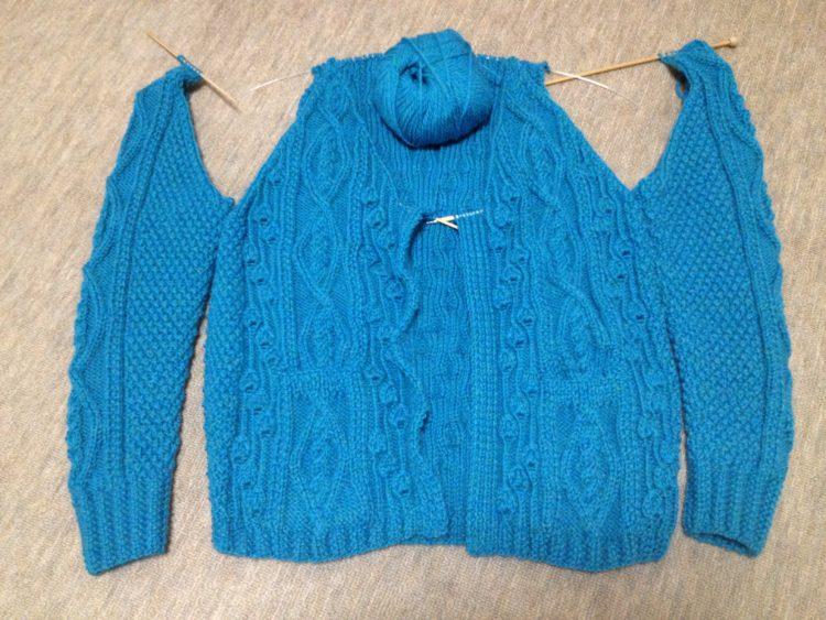 アランの襟つきカーディガン2-4【きょうの編みもの】