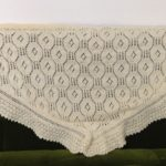 白い花のショール-3【冬の日の編みもの】