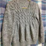 毛糸ピエロのフロントケーブルセーター-5