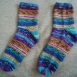 段染毛糸での靴下編みに初挑戦。専用輪針も買いました。