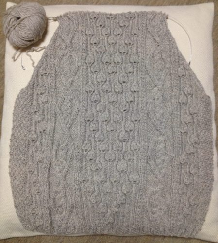アランの襟つきカーディガン-2【きょうの編みもの】