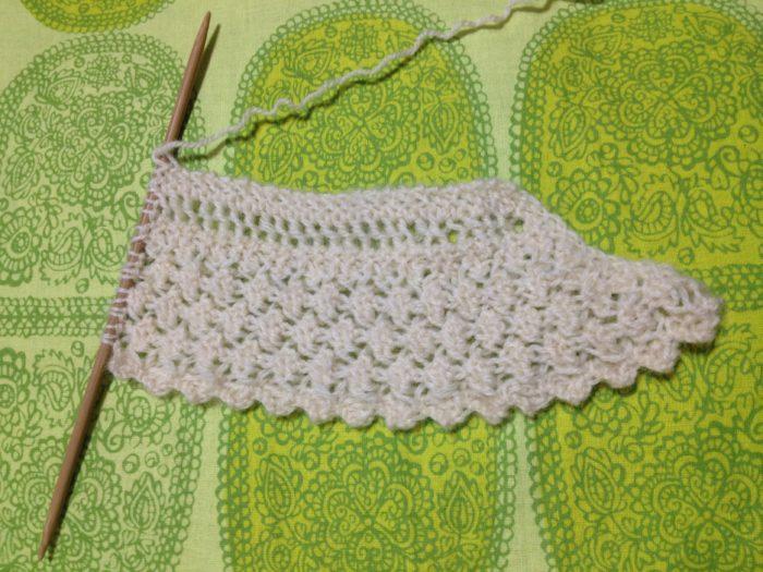 白い花のショール-1【冬の日の編みもの】