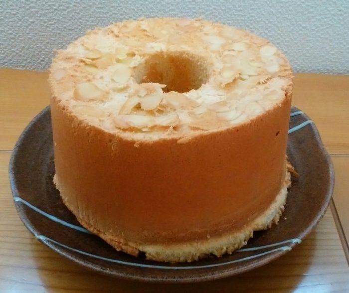三回目のシフォンケーキは、穴あきと焼き縮みのダブルパンチ!