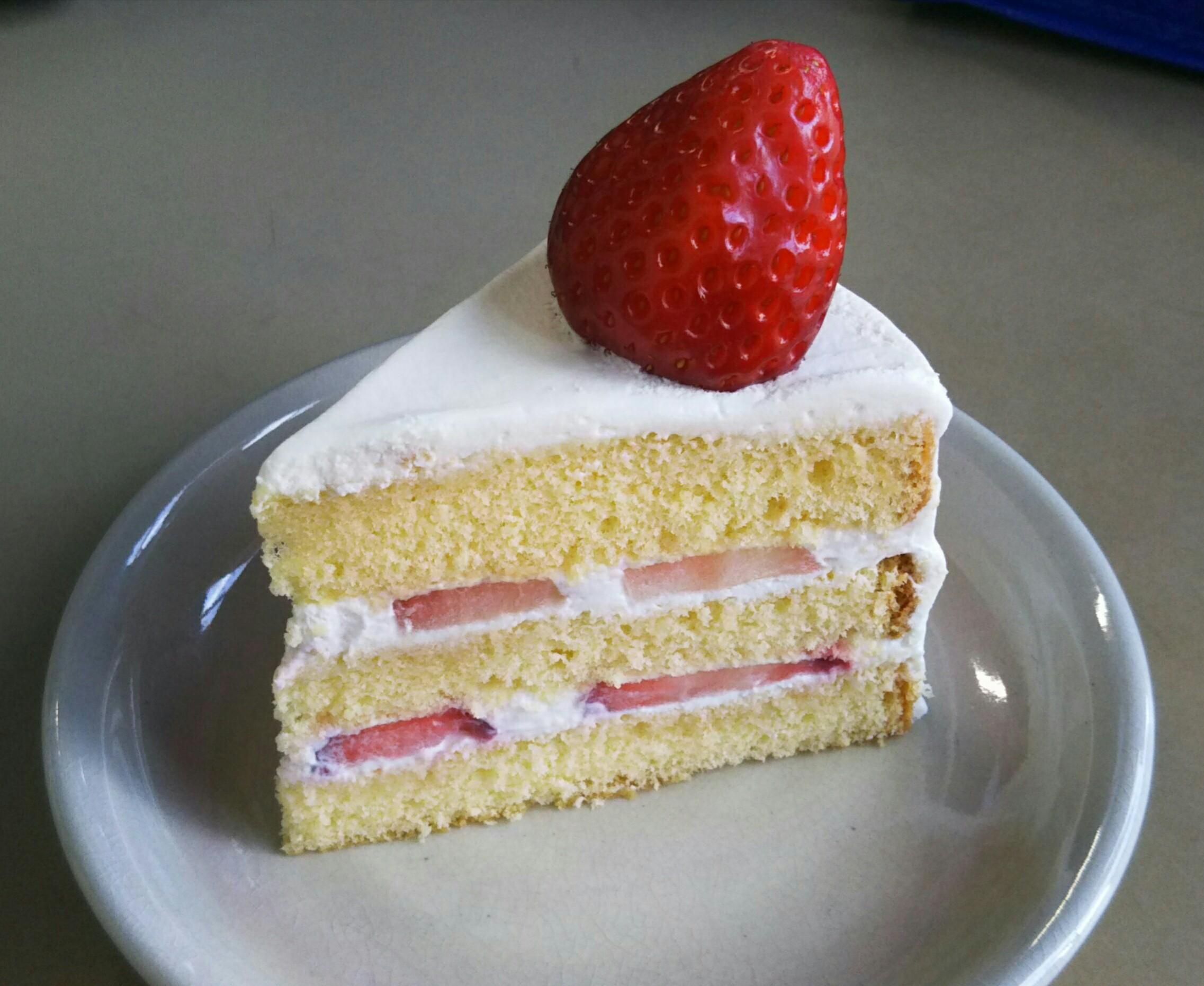 誕生日にイチゴのショートケーキを作りました